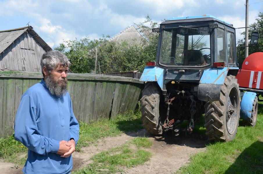 Терентий Мурачев пытается развивать фермерское хозяйство. Калужская область, деревня Огорь. Фото Глеба Чистякова. 2013