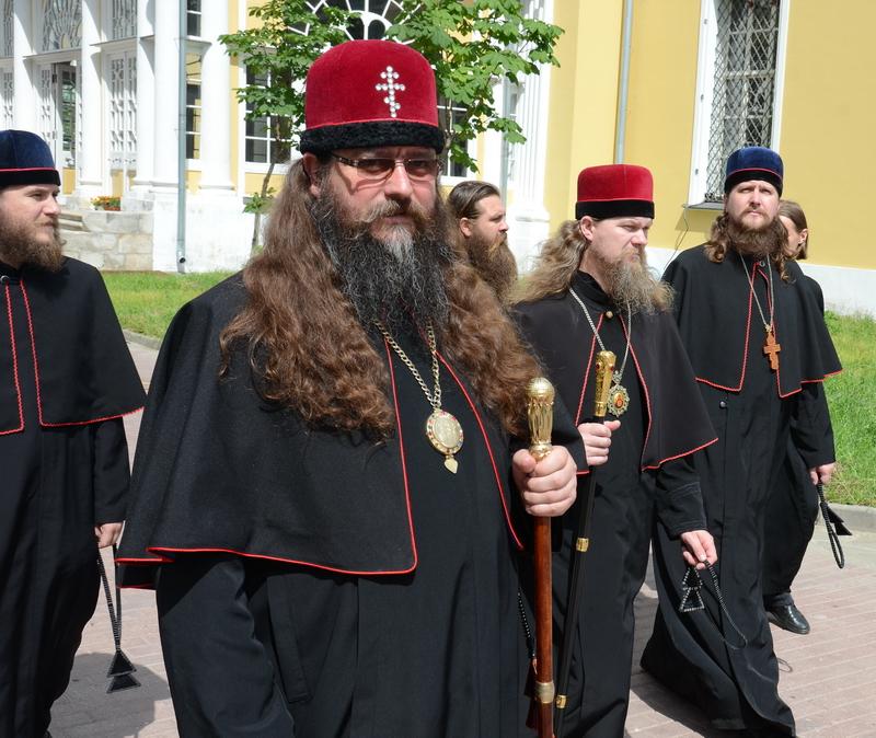 Митрополит Леонтий (Изот) и другие духовные лица Белокриницкой Митрополии.