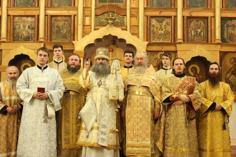 Старообрядческое духовенство после Богослужения, храм во имя Покрова Пресвятыя Богородицы г. Ижевска