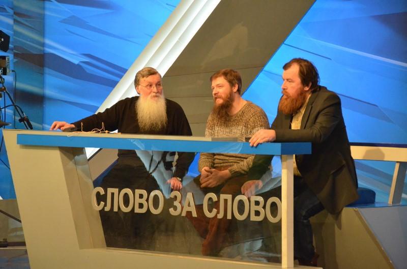 А.В. Антонова (слева) легко встретить на научных конференциях, круглых столах и встречах, посвященных темам религиозной философии, религиоведения и старообрядчества