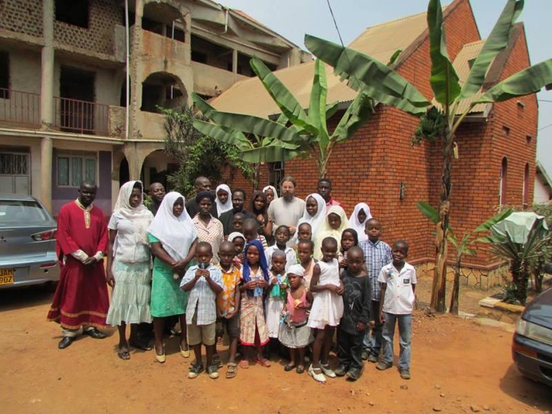 Старообрядческая община Уганды возле церкви свв. богоотец Иоакима и Анны