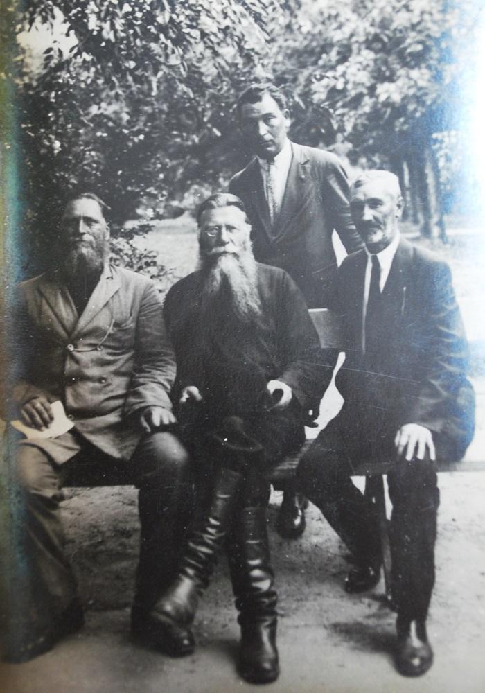 Федор Ефимович Мельников с друзьями. Кишинев. 26.06.1931 г. (фотография из частного архив, г. Браил)
