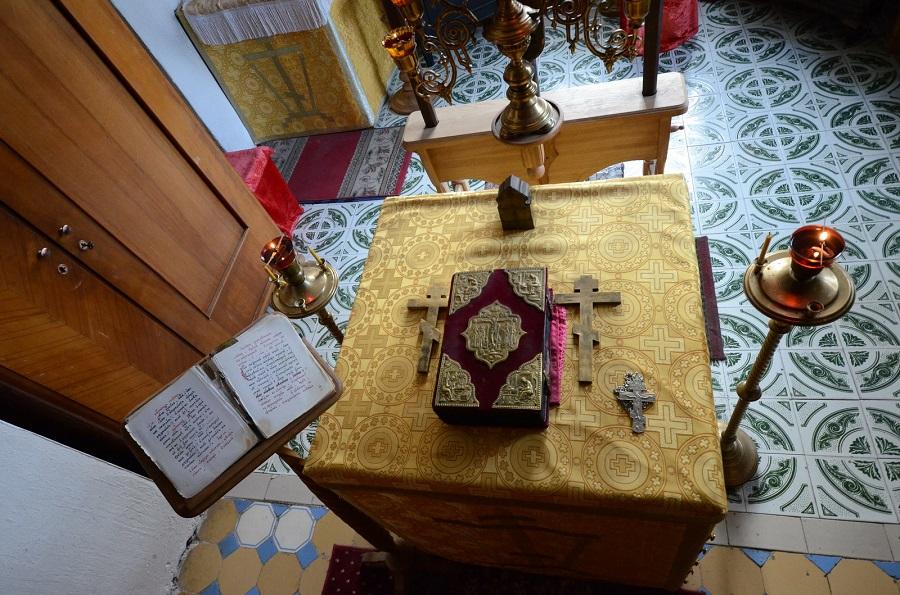 Престол перед Литургией в старообрядческом храме. Фото Г. Чистякова