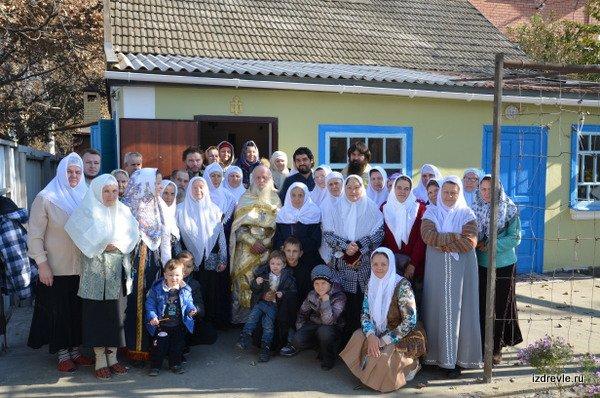 Старообрядцы Краснодара у освященной моленной. Ноябрь 2014 года