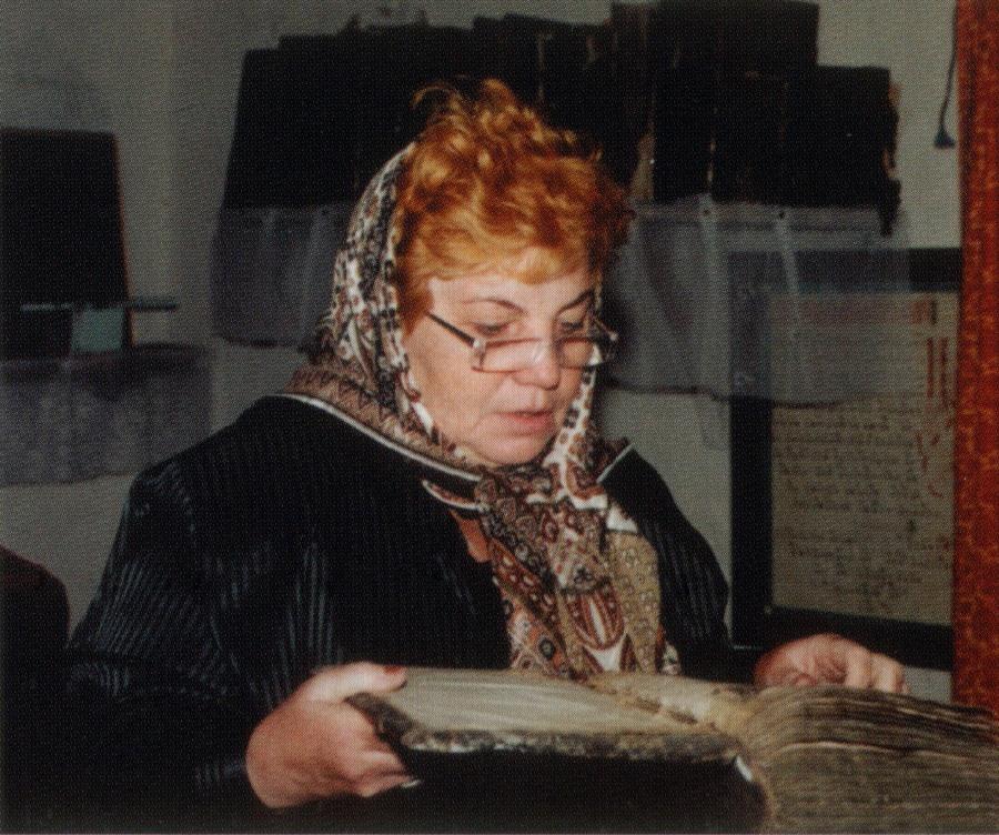Елена Александровна Агеева за работой в старообрядческом храме Латвии