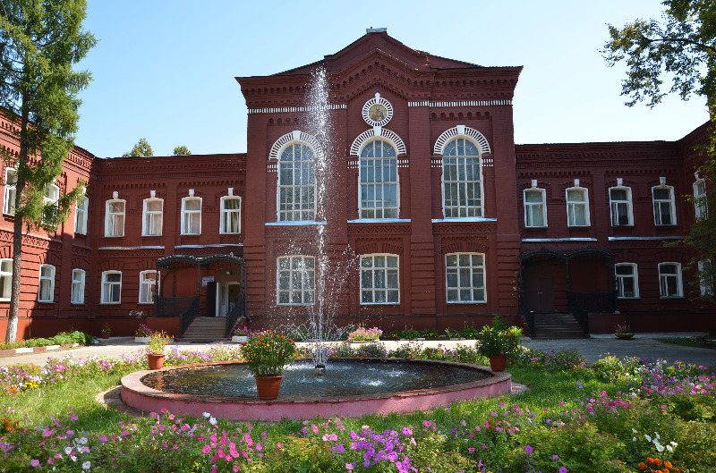 Здание в г. Орехово-Зуево Московской области, где прежде размещалась богадельня Никольской мануфактуры с домовым храмом св. ап. Тимофея (ныне это третий корпус на территории МГОГ�)