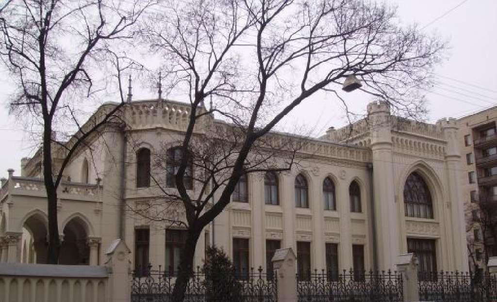 Особняк, в котором нынче расположен Дом приемов М�Д РФ, знаменитый миллионер и меценат Савва Морозов купил для своей жены
