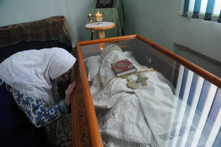 Мощи святителя Арсения Уральского в храме Покрова Пресвятой Богородицы г. Уральска