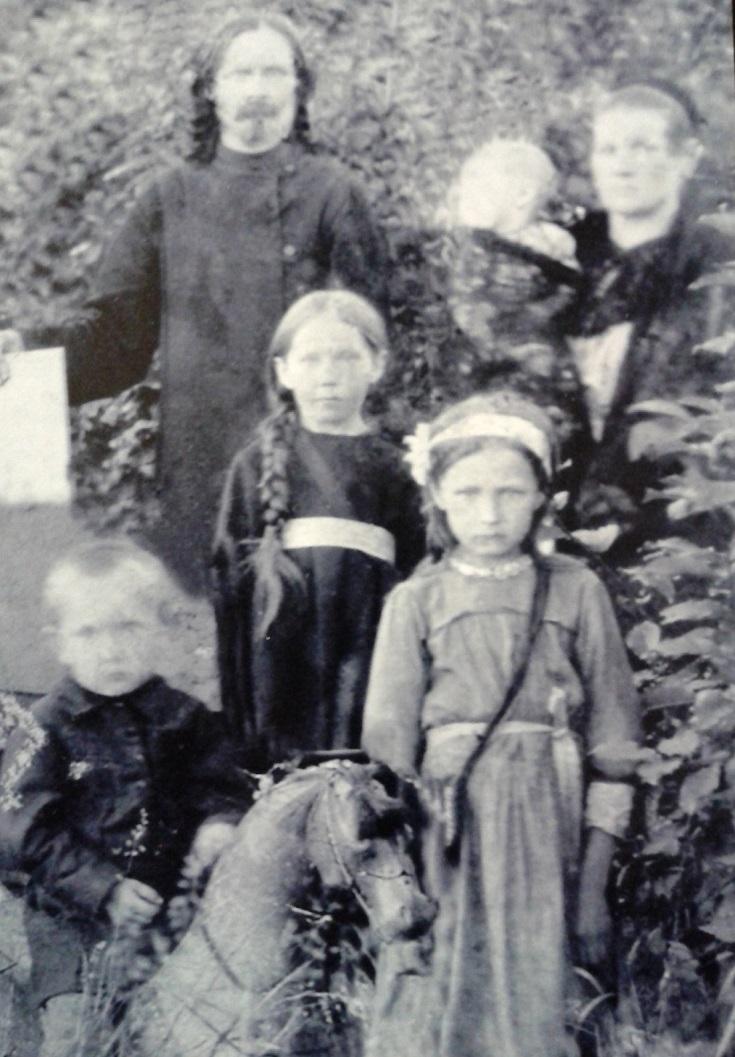 Отец Федор с семейством