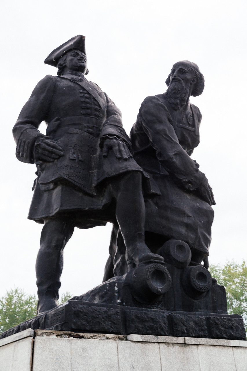 Памятник Петру I и Демидову в Невьянске