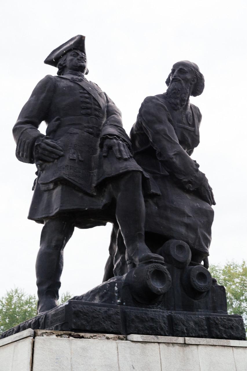 Памятник Петру I и Никите Демидову в Невьянске