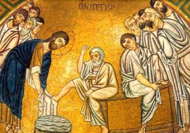 Христос омывает ноги своим ученикам перед совершением первого таинства Евхаристии