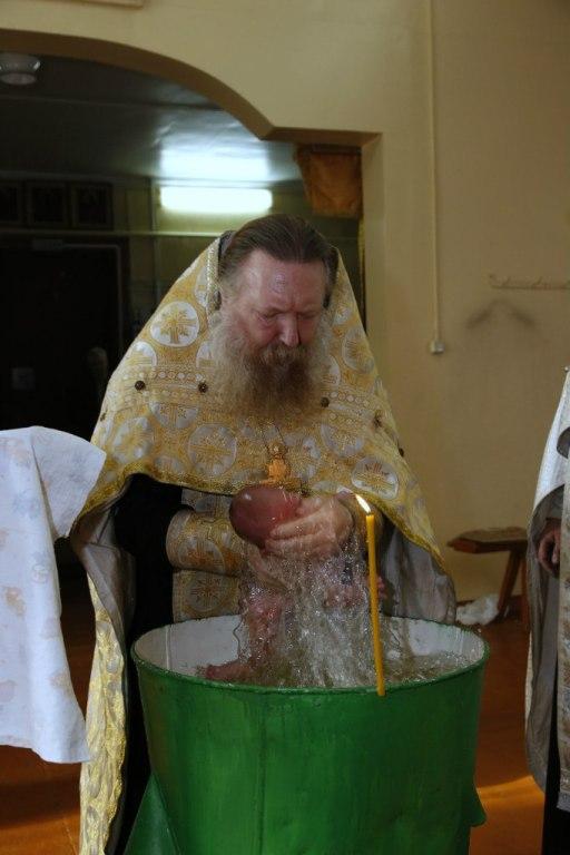 Старообрядцы крестят в три погружения и детей, и взрослых