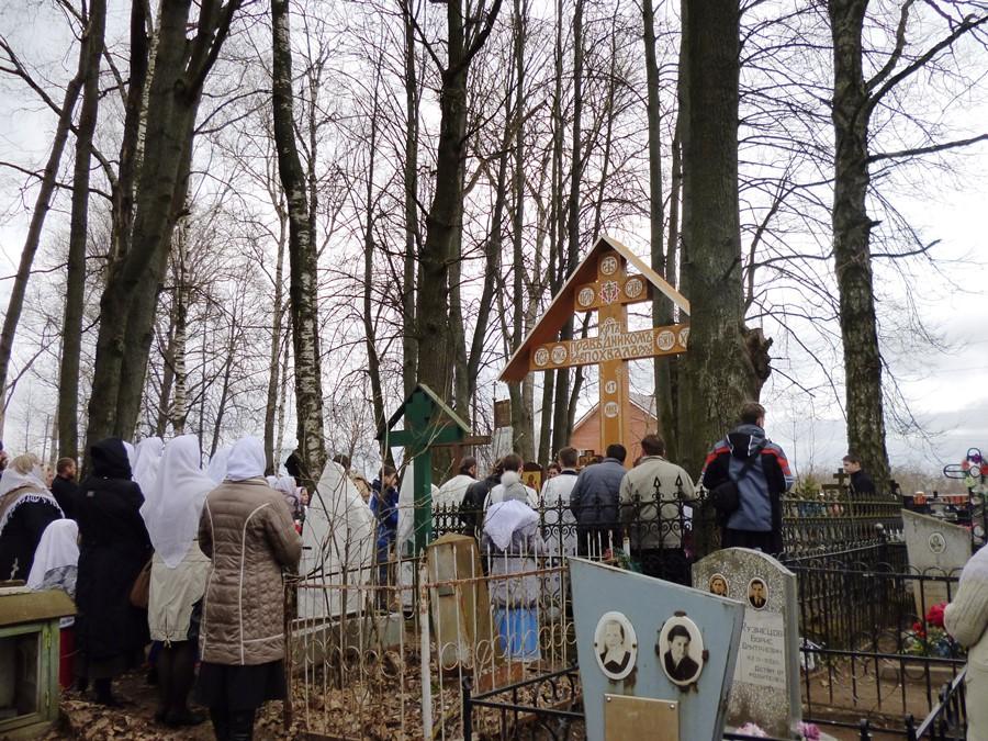 Заупокойная лития на старообрядческом кладбище Ржева