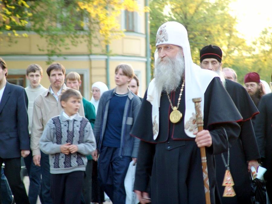 Митрополит Андриан (Четвергов) в неделю св. Жен-Мироносиц 15 мая 2005 года. Позади — будущий митрополит Корнилий (Титов)