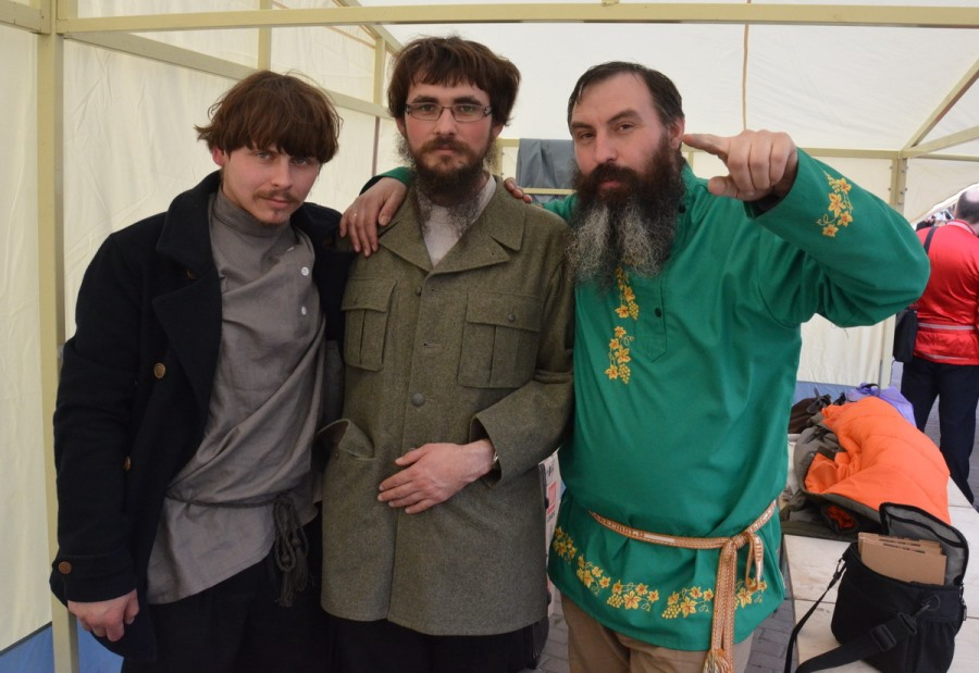Алексей Безгодов (справа) в неделю Жен-Мироносиц, 26 апреля 2015 г. Рогожская ярмарка народных промыслов в духовном центре РПсЦ