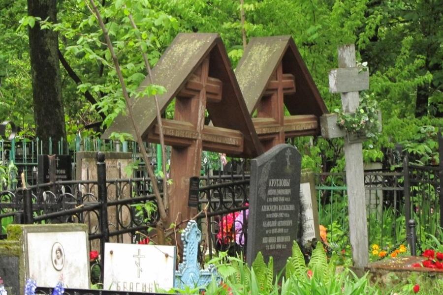 Cтаринные кресты на Преображенском кладбище