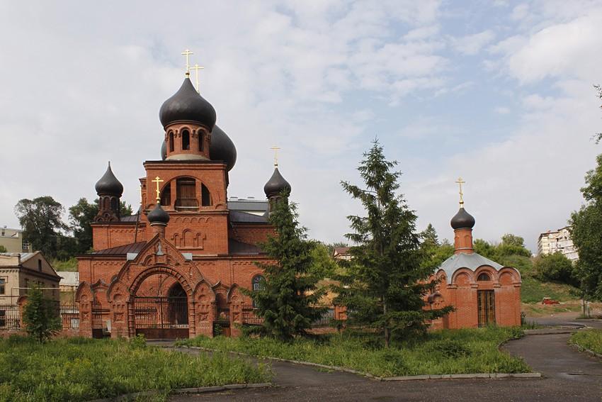 Кафедральный старообрядческий собор Покрова Пресвятой Богородицы в г. Казани. В настоящее время находится на реконструкции