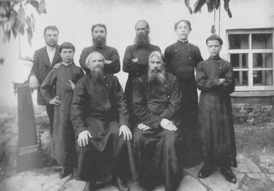 Часовенные Невьянского завода. Фото начала XX века