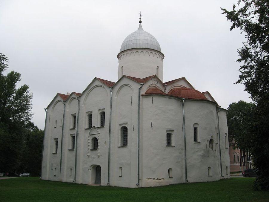 Церковь Иоанна Предотечи на Опоках, Великий Новгород. Основана в 1127 году, перестроена в 1453 г.