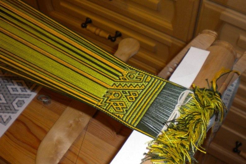 Процесс ручного ткачества пояса
