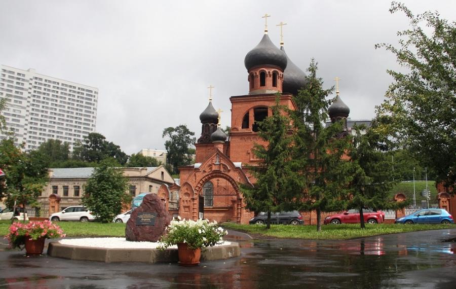 Место будущему памятнику было определено возле Покровского кафедрального собора г. Казани