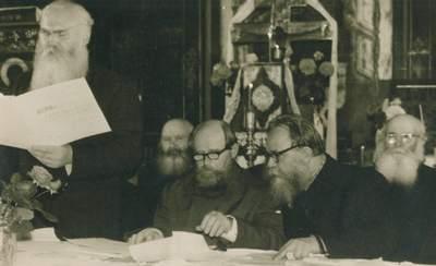 На переднем плане слева направо сидят: И. И. Егоров, И. И. Никитин. Фото с сайта samstar.ucoz.ru