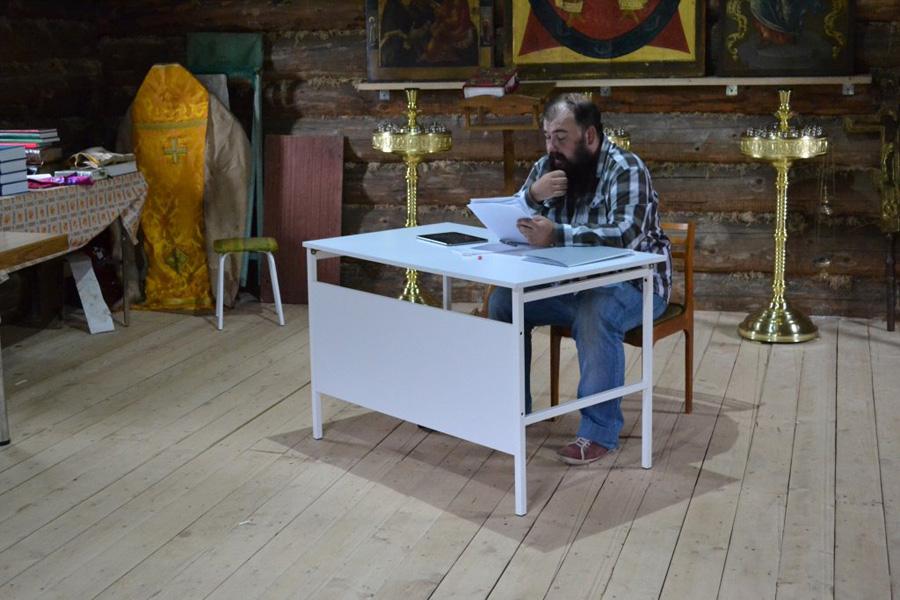 Р. А. Майоров рассказывает о старообрядческих согласиях. Фотография из группы в ВК «Ржевская обитель»