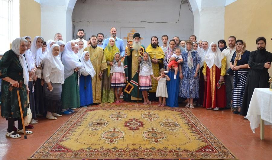 9 июля 2015 года в Симферополе Митрополит Корнилий совершил водоосвящение нового старообрядческого храма. На фото — участники торжества