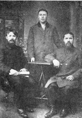 Слева Василий Захарович Яксанов