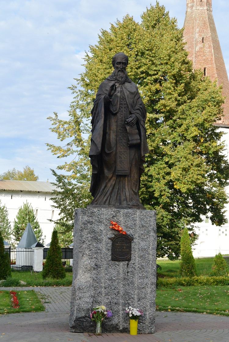 Памятник преподобному Иосифу Волоцкому