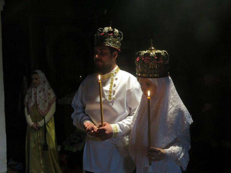 Таинство венчания. Фото взято из открытой группы соцсети Вконтакте