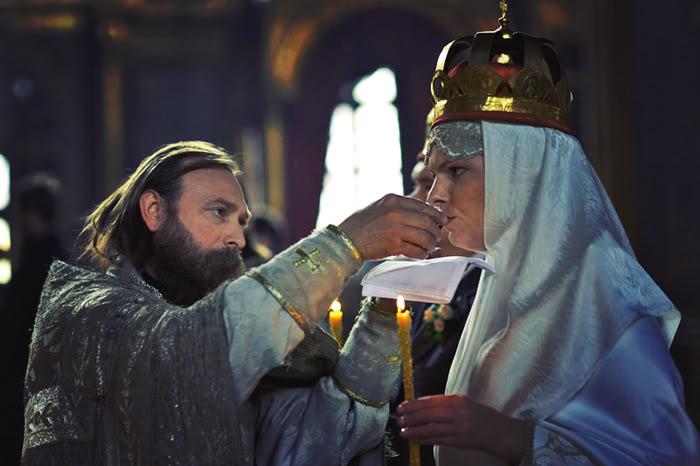 Супруги троекратно поочередно пьют вино из одной чаши. Фото взято с сайта rustal.livejournal.com/8711.html