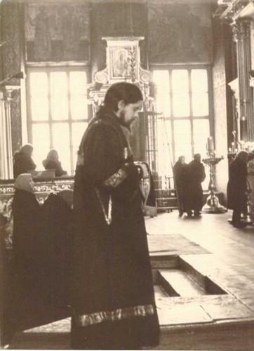 Диакон Евгений Бобков на амфоне Покровского кафедрального Собора в Москве. Между 1966 и 1975 гг.