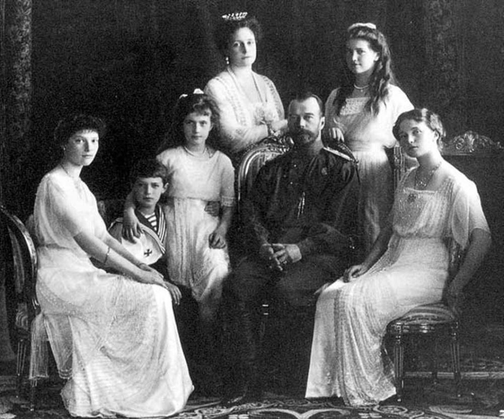 Николай II с семьей