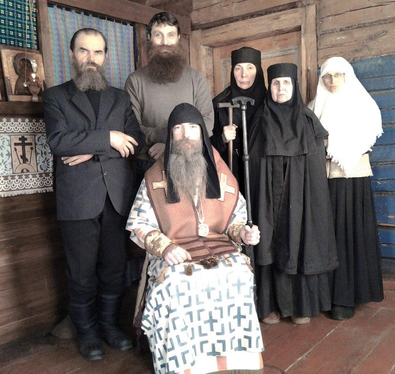 Епископ Алимпий (Вербицкий) со своей паствой. Мещерский скит РДЦХ БИ