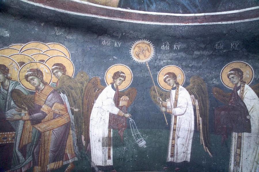 Небесная литургия, каждение Святых Даров, несомых Ангелами-диаконами. Фреска. Византия, 1320 г.