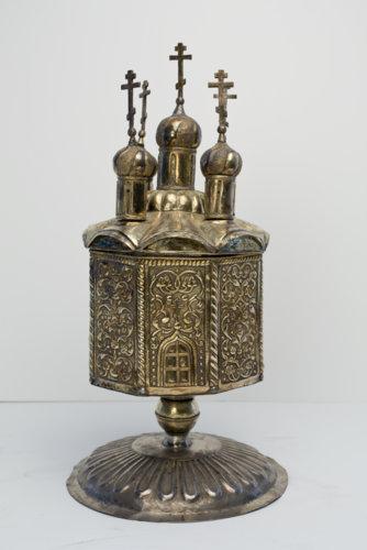 Ладаница в форме пятиглавого храма с растительным орнаментом