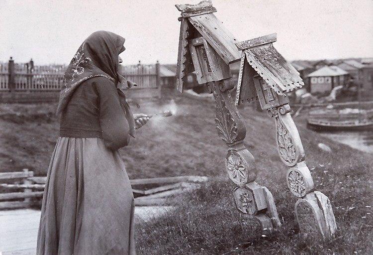 Фотография из экспедиций по северным губерниям, которые устраивала Императорская археологическая комиссия на рубеже XIX-XX вв.