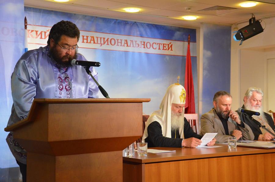 О. Григорий Алексеевич Бояров читает доклад на Международной старообрядческой конференции