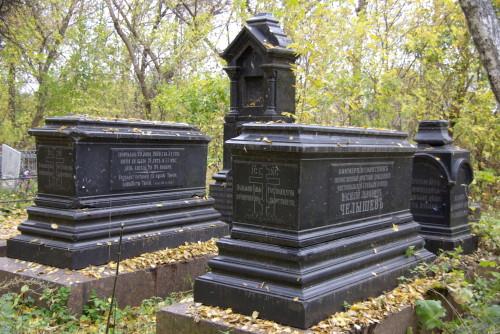 Чистопольское старообрядческое кладбище. Надгробия на семейном захоронении купцов-староверов Челышевых
