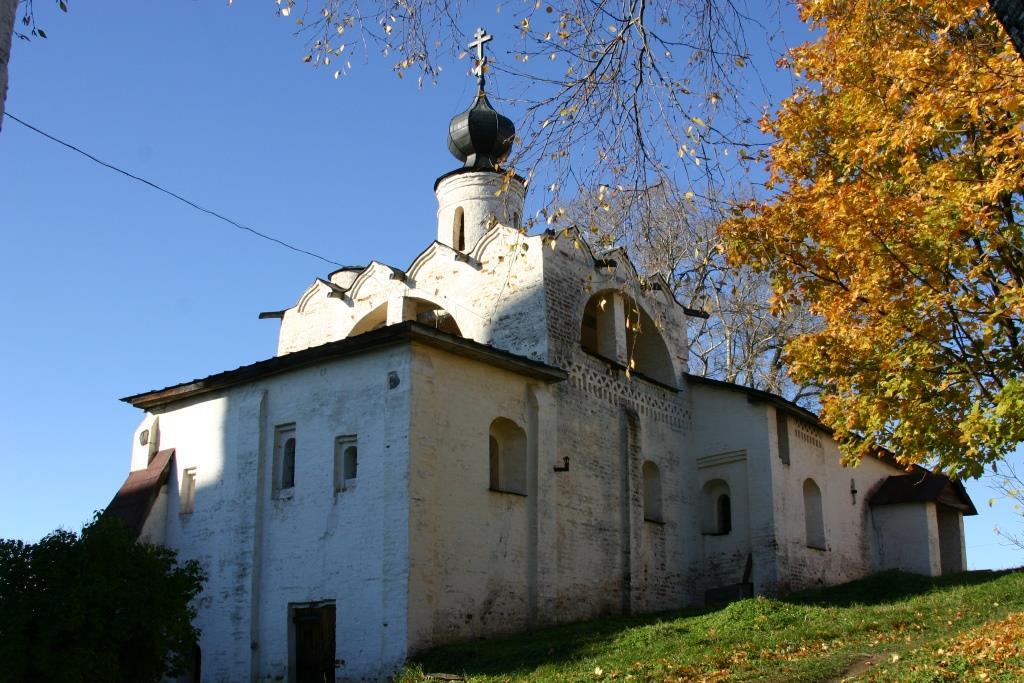 Церковь преподобного Сергия Радонежского с трапезной палатой в Кирило-Белозерском монастыре
