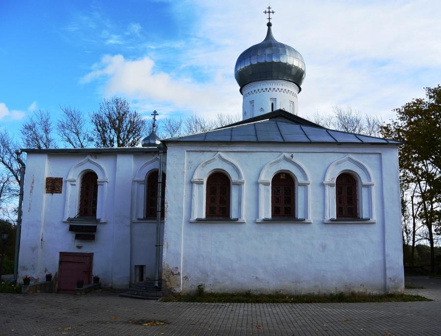 Церковь Николы Белого в Великом Новгороде (1312-1313 гг.). Единственная постройка, сохранившаяся от монастыря Николы Белого, разрушенного во время польско-шведской интервенции в 1611 году
