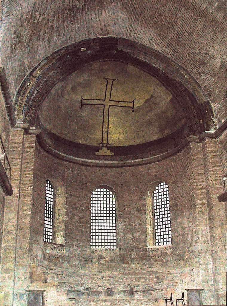 В период иконоборчества в храмах остались только изображения Креста. Церковь святой Ирины в Константинополе