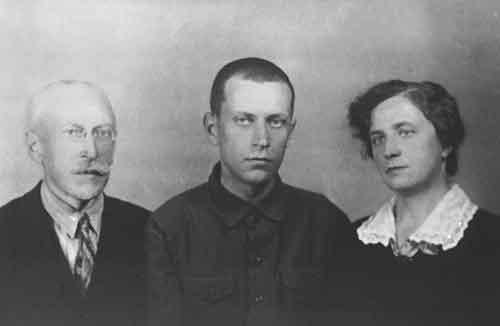 Родители Лихачева приехали на свидание к сыну в Соловецкий лагерь