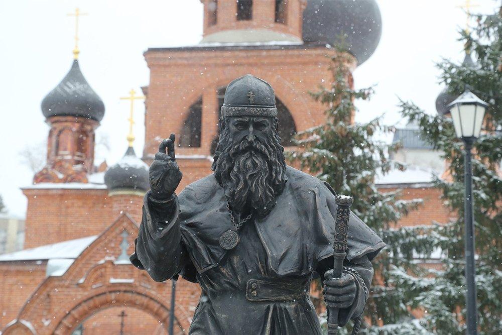 Памятник митрополиту РПсЦ Андриану в Казани