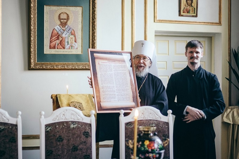 Руководитель епархиального центра древнерусской богослужебной традиции Владимир Басенков (справа)