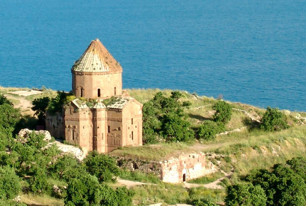 Монастырь святого Креста на острове Ахтамар (Турция)