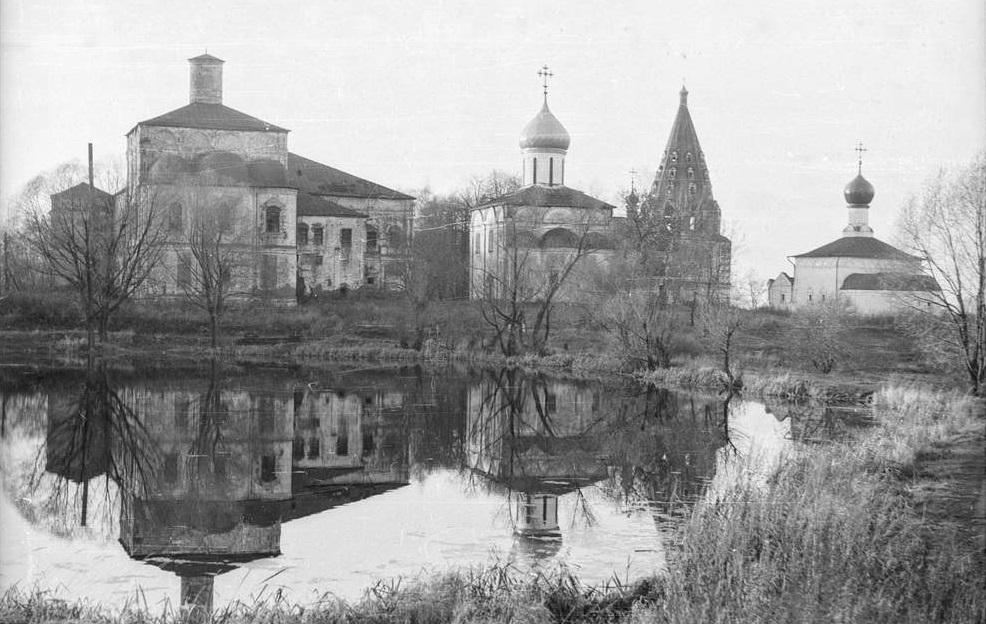 Троицкий Данилов монастырь в Переславле-Залесском. 1994 год