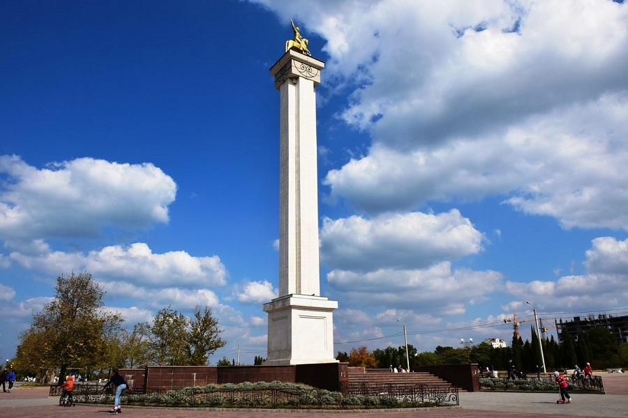Памятник Георгию Победоносцу. Севастополь